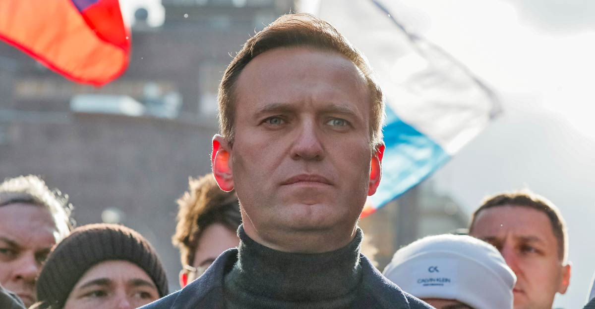 Putin critic Navalny fights for life, allegedly poisoned by toxic tea