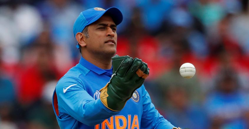 Central contract has nothing to do with Dhoni's future: BCCI official