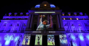 Argentines mourn Maradona as family seeks quick burial