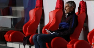 Former Barcelona coach Setien to sue club