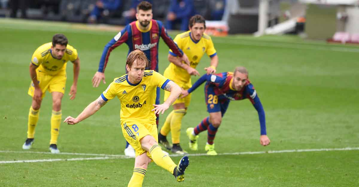 Late penalty helps Cadiz hold Barcelona