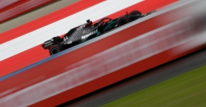 Hamilton makes a statement as F1 returns