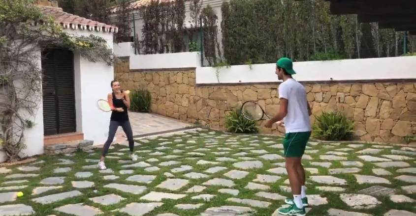 Djokovic, wife take up Murray's '100-volley' challenge