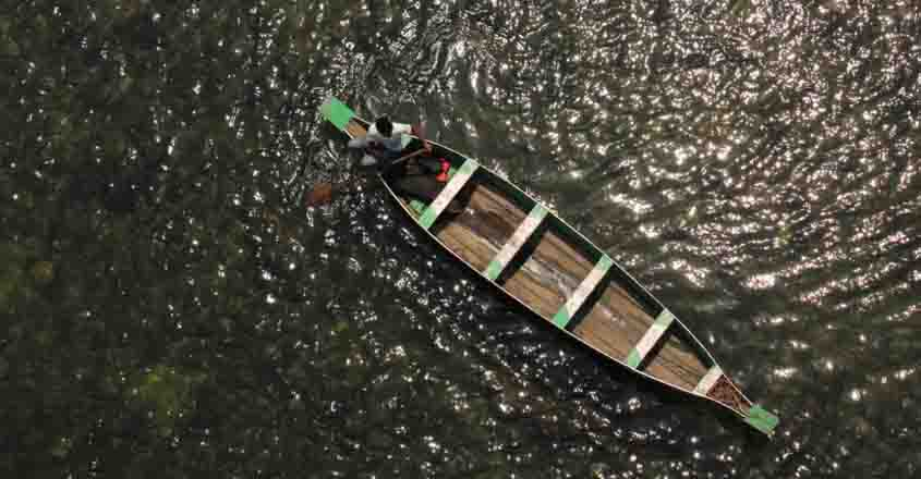 Three fishermen missing after boats capsize in Kochi