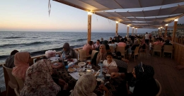 'Dream destination' cafes offer unique taste in blockaded Gaza strip
