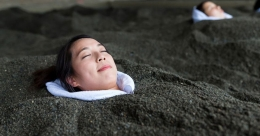 Take a therapeutic sand bath at this Japanese beach