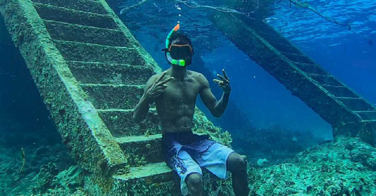 tony-snorkelling
