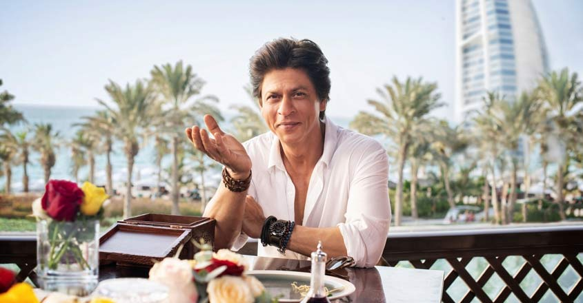 SRK invites people be to his guest in Dubai