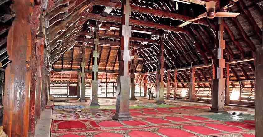 thazhathangadi-pillars