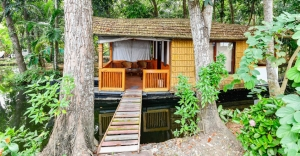 This floating house in Alappuzha will take your breath away