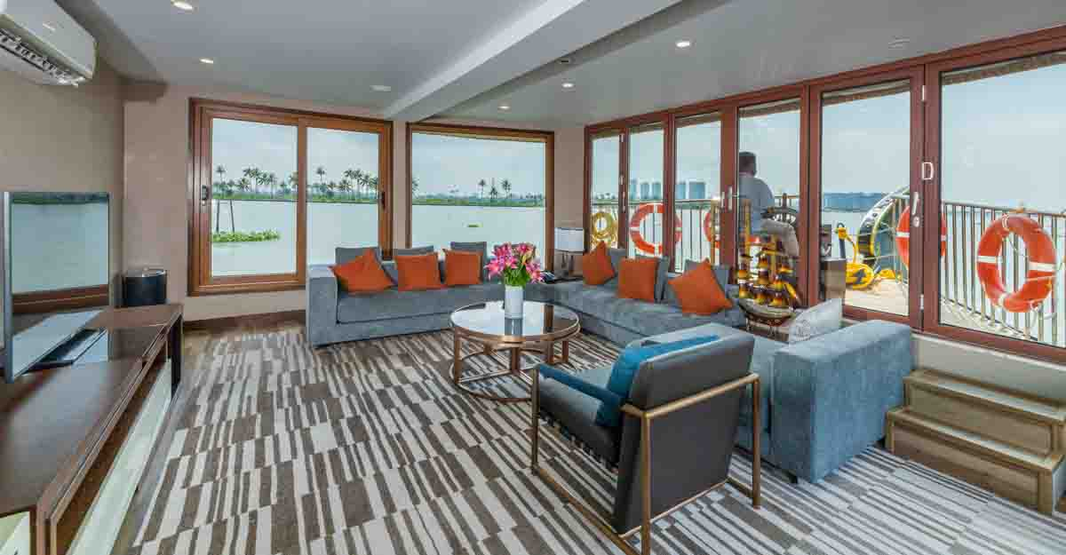 hyatt-houseboat