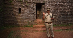 Walk through Kannur's St Angelo Fort's history with a cop