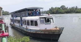 Take a panoramic boat journey from Kollam to Alappuzha