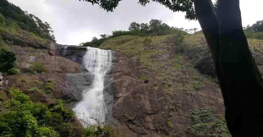 palaruvi-waterfall