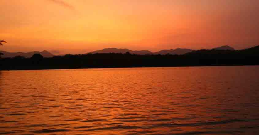 parambikulam-reservoir-sunset