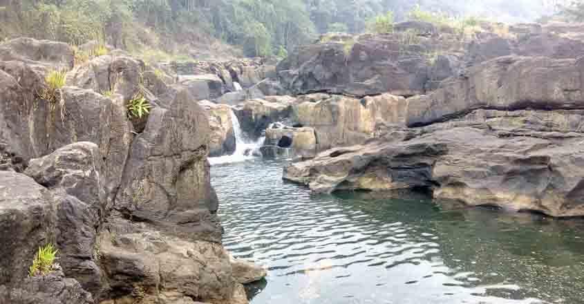 perunthenaruvi-waterfalls
