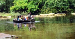 Enjoy the elephant safari and coracle boat trip in Konni