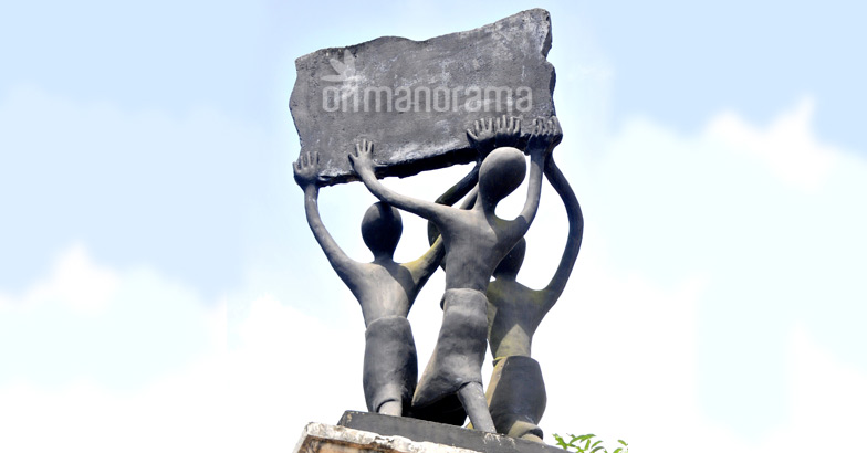 Sculptures commemorating the Vaikom Satyagraha