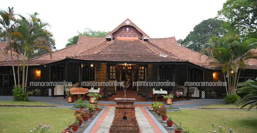 thekkady-lake-palace