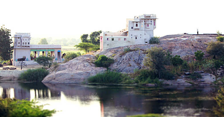 Lakshman Sagar: A palace from the rubble