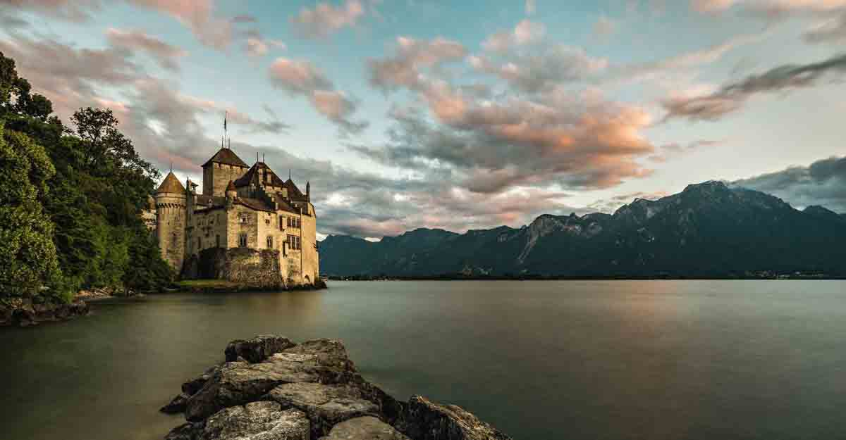 Explore the most beautiful lakes in Switzerland