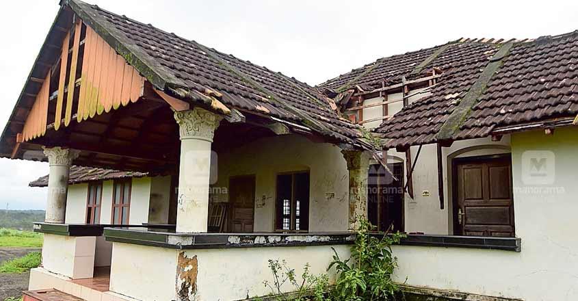 kasargod-roof-damaged