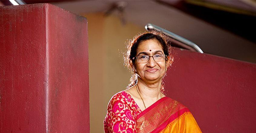 Latha Nair wins Vanitha 'Woman of the Year' Award